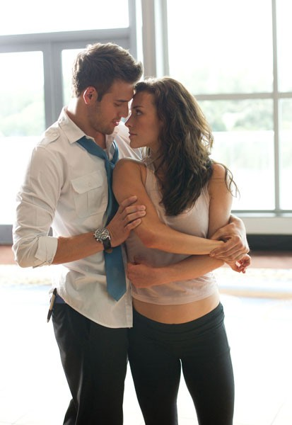Kathryn McCormick and Ryan Guzman Photo