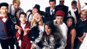 "Glee Cast Perform ""Fashion"""