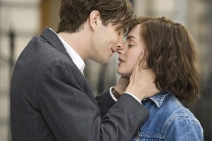 Jim Sturgess as Dex and Anne Hathaway as Em