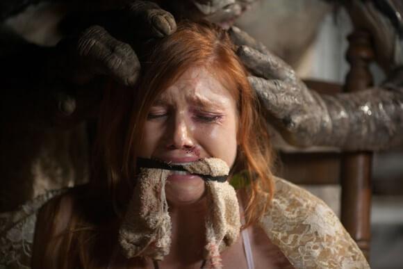 Amanda Schneider in Creature