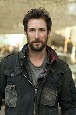 Noah Wyle on the set of Falling Skies Season 2