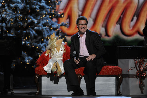 "Miss Piggy joins Vince Gill for a special duet on ""CMA Country Christmas."""