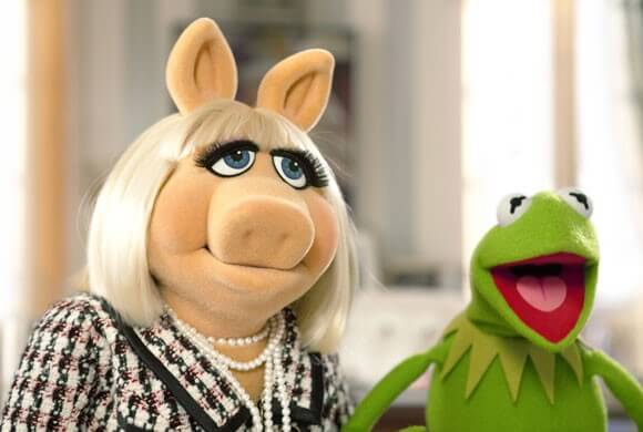 Miss Piggy and Kermit the Frog in The Muppets