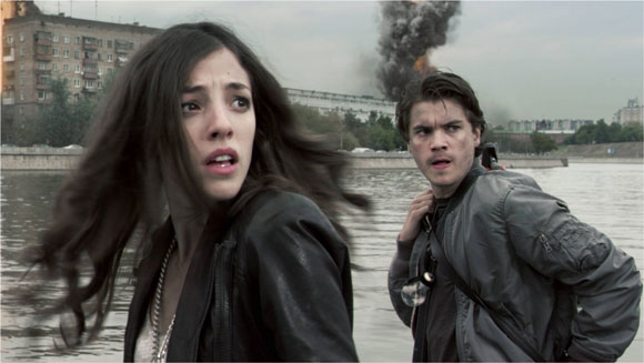 Olivia Thirlby and Emile Hirsch in The Darkest Hour