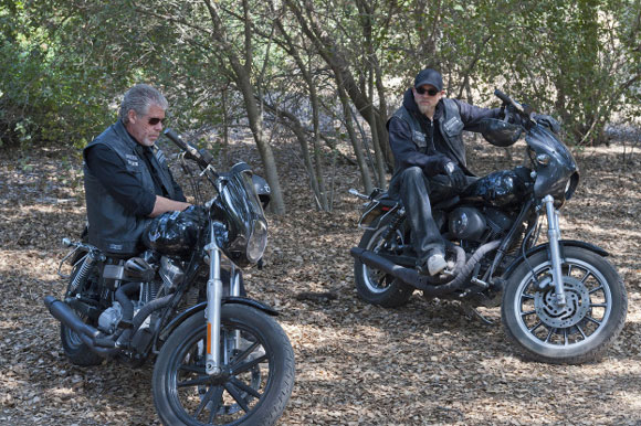 Ron Perlman and Charlie Hunnam in Episode 411 of 'Sons of Anarchy'