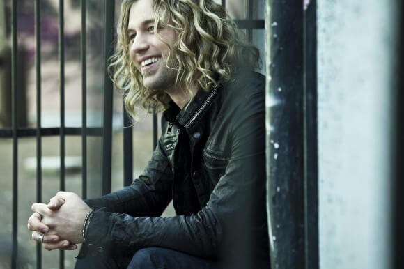 Casey James. Photo credit: James Minchin III