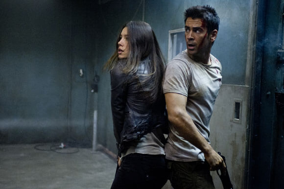 jessica Biel and Colin Farrell in a scene from Total Recall.