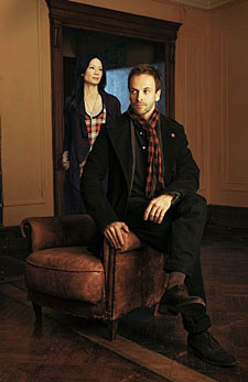 Jonny Lee Miller and Lucy Liu in 'Elementary'