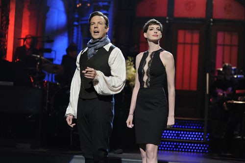 Jason Sudeikis and Anne Hathaway on 'SNL'