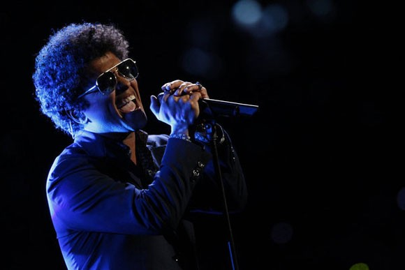 Bruno Mars performs on 'The Voice'