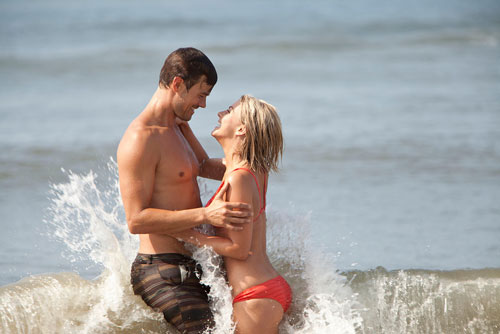 Josh Duhamel and Julianne Hough in Safe Haven