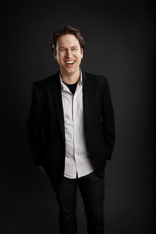 Popular comedian Pete Holmes will host a new late-night series on TBS.