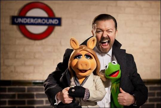 Miss Piggy, Ricky Gervais and Kermit the Frog in The Muppets Again