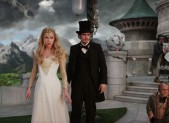 Michelle Williams and James Franco in 'Oz The Great and Powerful'
