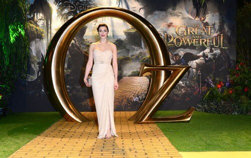 Rachel Weisz poses on the Yellow Brick Road at the London Premiere