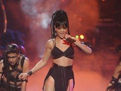 Rihanna Performs on American Idol