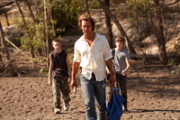 Jacob Lofland, Matthew McConaughey and Tye Sheridan in Mud