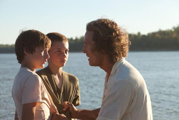 Tye Sheridan, Jacob Lofland and Matthew McConaughey in Mud