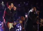 Adam Levine and Usher perform on 'The Voice'