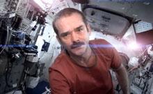 Chris Hadfield Sings David Bowie's Space Oddity
