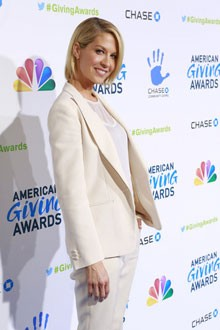 Jenna Elfman at the American Giving Awards