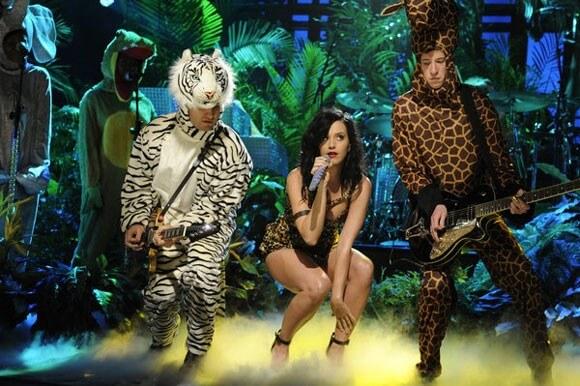 Katy Perry Performs Roar on SNL