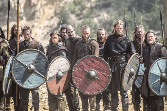 Travis Fimmel and Donal Logue in Vikings Season 2