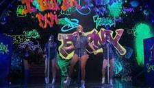 Jennifer Lopez Sings I Luh Ya Papi on American Idol
