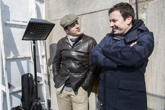 Host Jimmy Fallon and Jon Hamm photobomb tourists