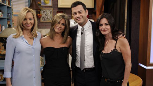 Jimmy Kimmel, Courteney Cox, Jennifer Aniston, and Lisa Kudrow do Friends Scene