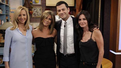 Jimmy Kimmel, Courteney Cox, Jennifer Aniston, and Lisa Kudrow do Friends Scene