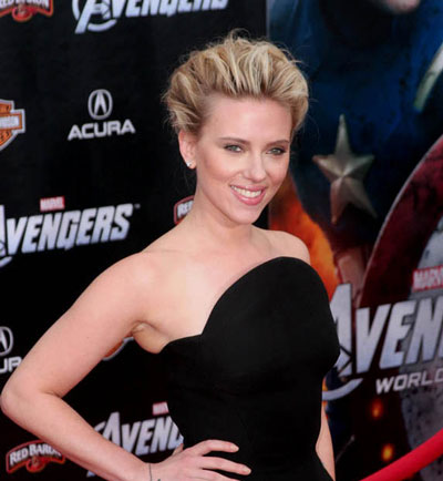 Scarlett Johansson, Josh Hutcherson to Present at the 2015 Oscars