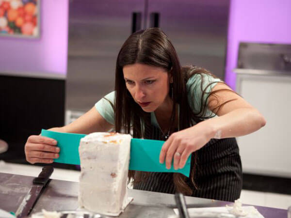Bakers Battle in Food Network's Cake Wars