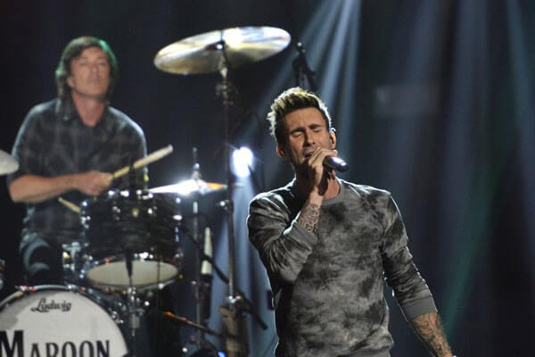 Maroon 5, Kelly Clarkson, and Ed Sheeran Perform on The Voice