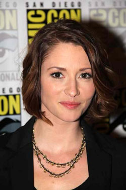 Chyler Leigh Interview - Supergirl