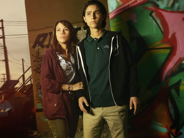 Fear the Walking Dead Elizabeth Rodriguez and Lorenzo James Henrie Interview