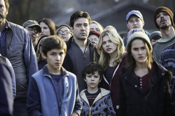 Ron Livingston, Chloe Moretz in 5th Wave