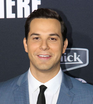 Skylar Astin and Chris Lowell Join Graves