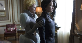 Mockingjay 2 Elizabeth Banks Jennifer Lawrence