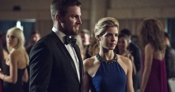 Arrow Stephen Amell Emily Bett Rickards Season 4 Episode 7