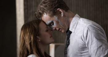Elisabeth Moss and Tom Hiddleston High Rise