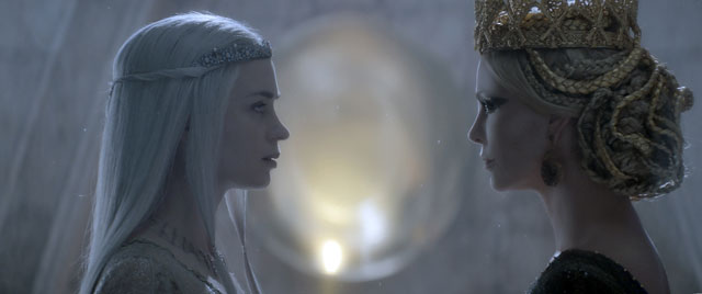 Huntsman Winters War Emily Blunt and Charlize Theron
