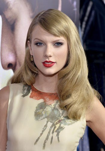 Taylor Swift Red Carpet Photo