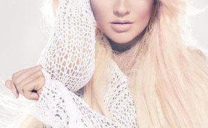 Christina Aguilera Honors Whitney Houston