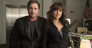 Roadies Luke Wilson and Carla Gugino