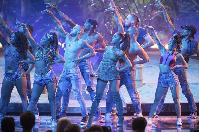 2016 American Music Awards Ariana Grande Performance