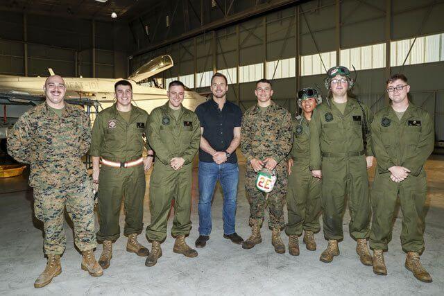 Passengers' Chris Pratt poses with Marines