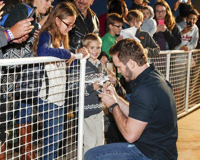 Passengers' Chris Pratt signs autographs at MCAS Miramar