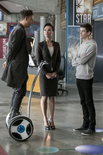 The Flash Season 3 Episode 10 Tom Cavanagh and Grant Gustin