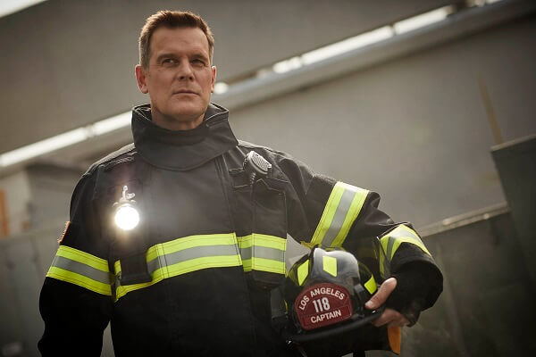 9-1-1 Peter Krause